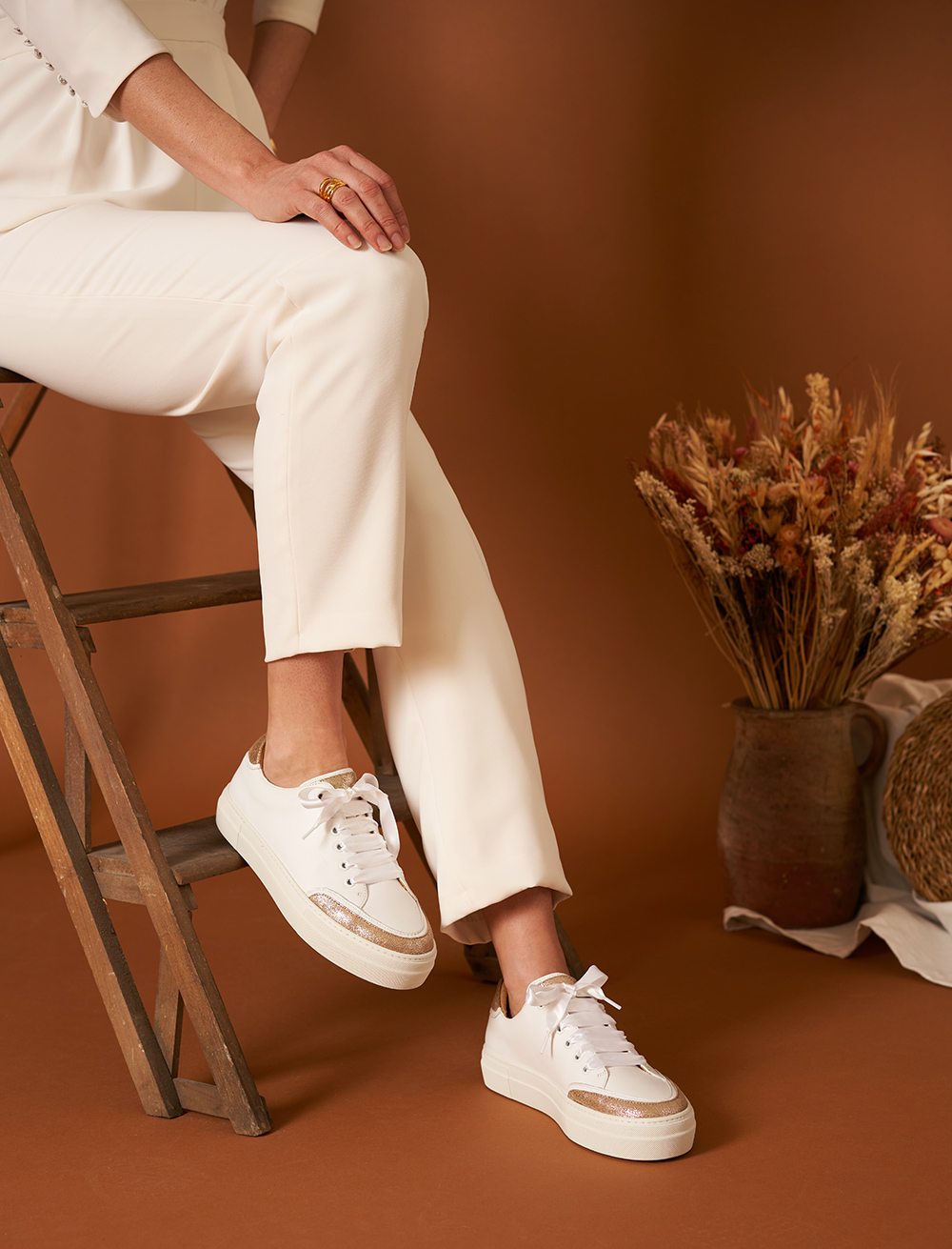 Suzanne Sneakers - White and Gold