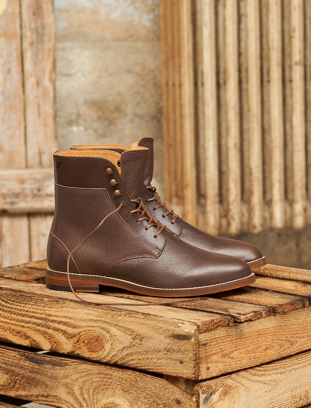 Combat boots and hooks - Grained chocolate